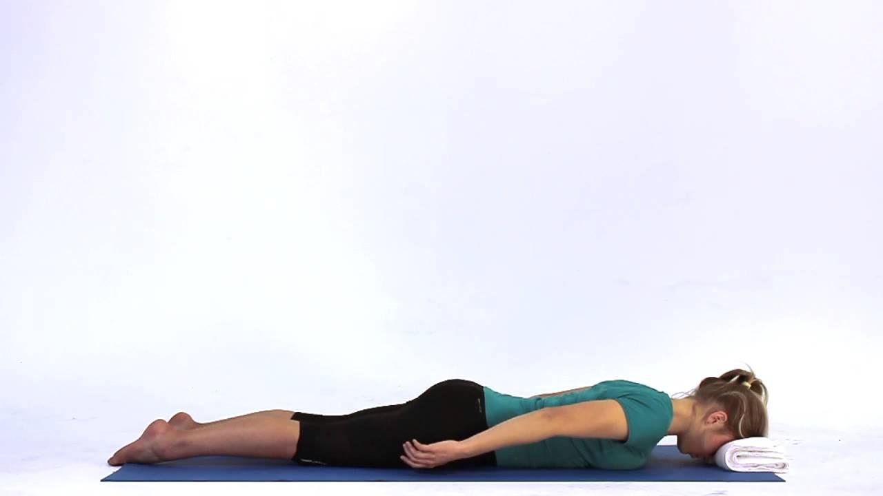 bài tập thở yoga trị liệu bằng cách nằm sấp