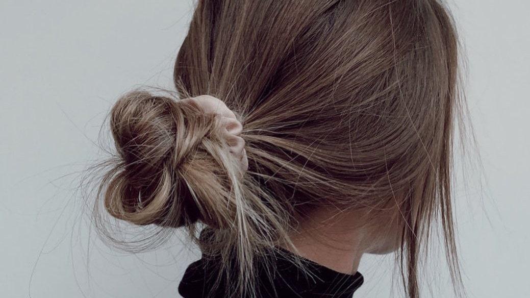 Tránh buộc tóc quá chặt - Cách chăm sóc tóc đơn giản và hiệu quả