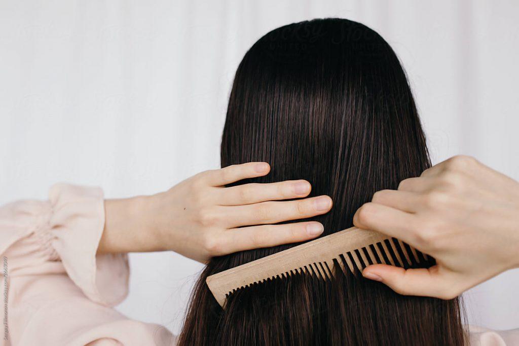 Nên cắt khi tóc ướt hay khô?