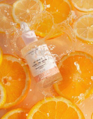 """Vì sao dùng serum Vitamin C lại nổi mụn? Cách giải quyết khi da """"breakout"""""""