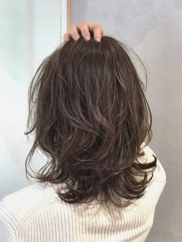 Tóc layer nữ ngắn xoăn ngang vai