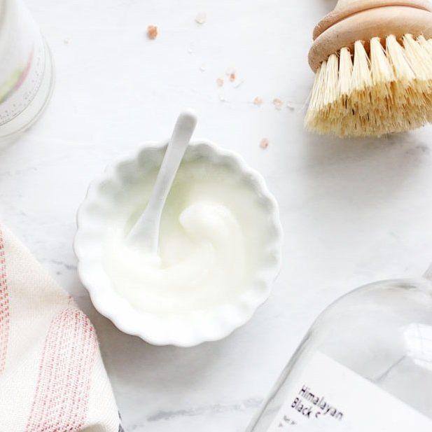 cách tẩy tế bào chết môi đường, muối và vaseline