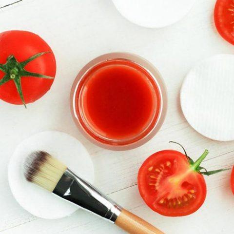 Cách trị mụn đầu đen tại nhà bằng cà chua