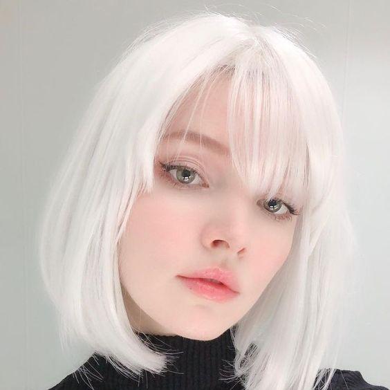 Tóc màu khói trắng
