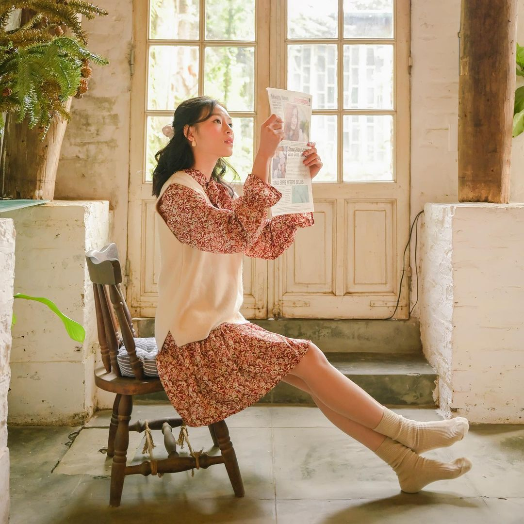 cách tạo dáng chụp ảnh đẹp khi mặc váy