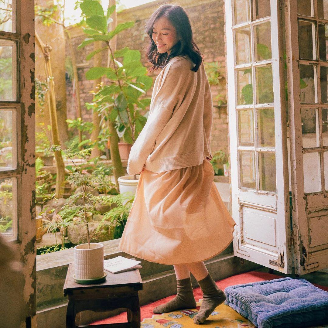 cách tạo dáng chụp ảnh đẹp khi mặc váy xòe
