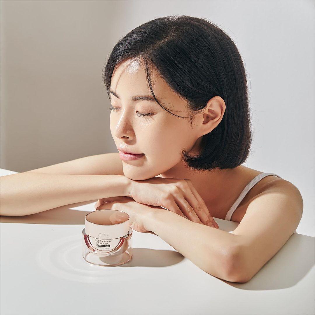 Làm sạch da bằng sữa rửa mặt và toner