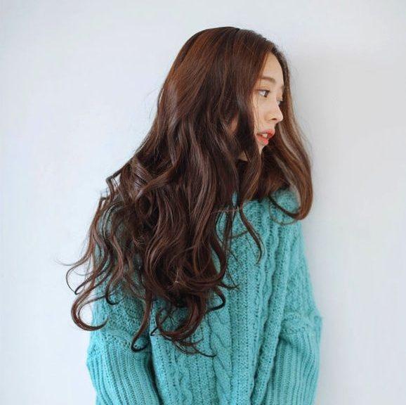 Tóc dài gợn sóng - Kiểu tóc cho mặt dài trán cao