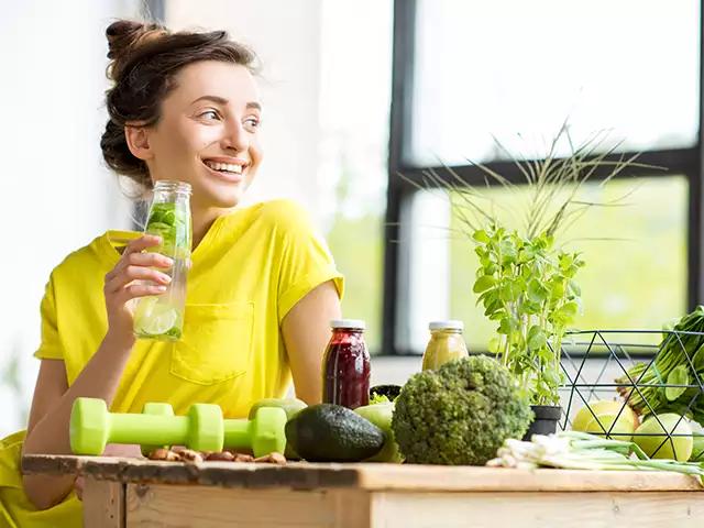 Uống collagen đúng cách và kết hợp với lối sống lành mạnh