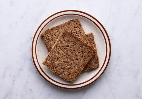 Bánh mì đen là gì?