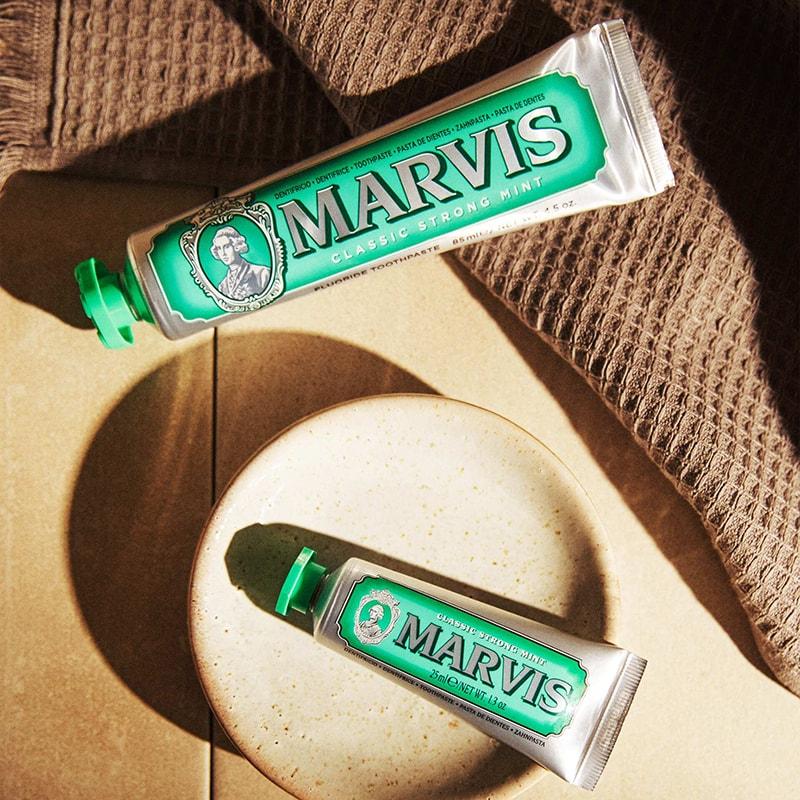 Marvis Classic Strong Mint - Kem đánh răng trắng răng thơm miệng