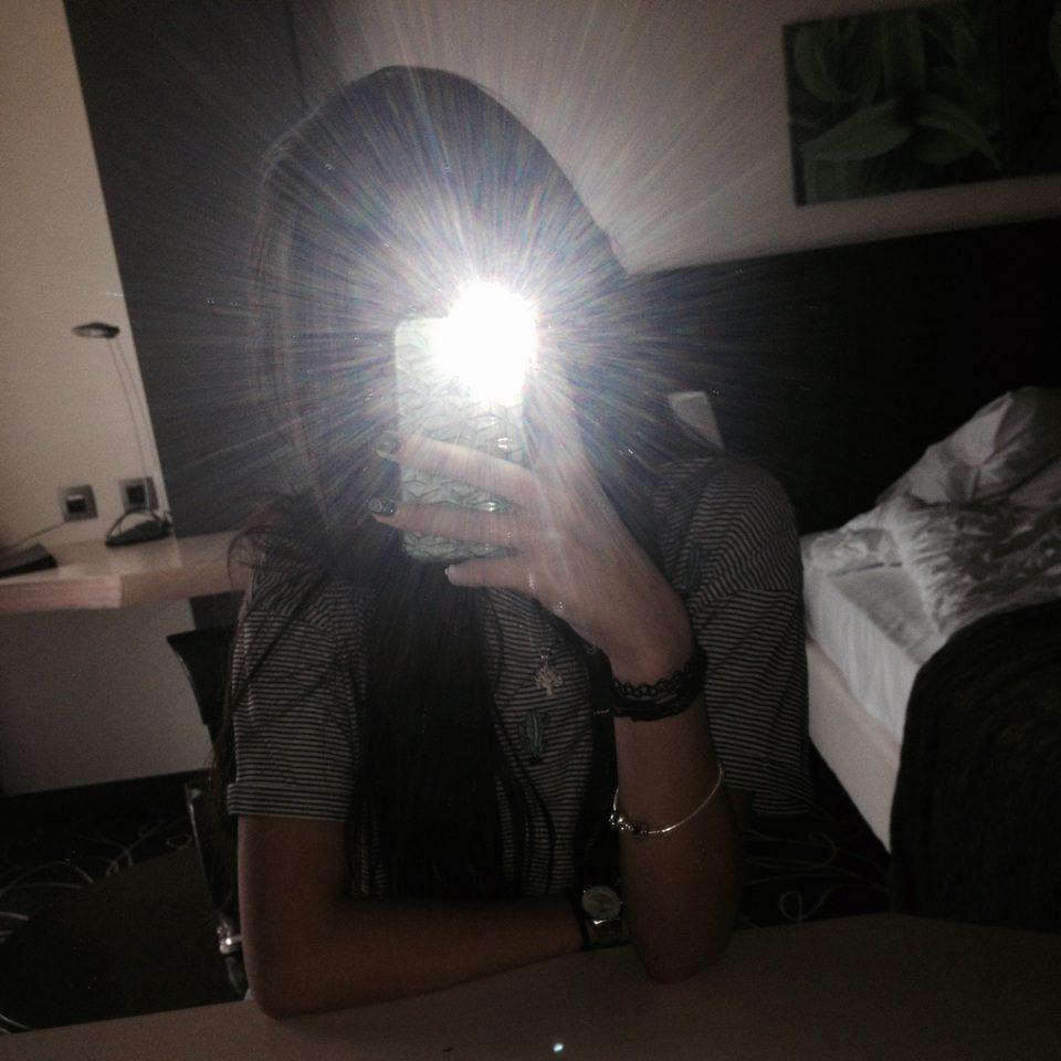 Chụp ảnh selfie bằng đèn flash