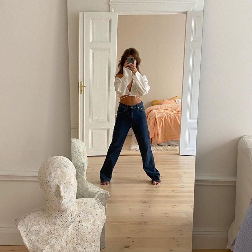 Chụp ảnh selfie với đồ nội thất