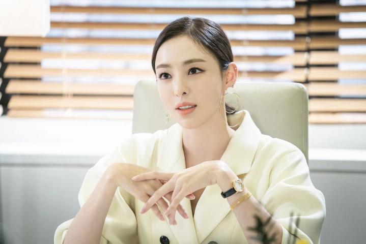 Lee Da Hee trong phim The Beauty Inside