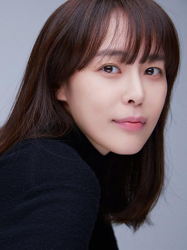 chân dung nữ diễn viên lee ha na