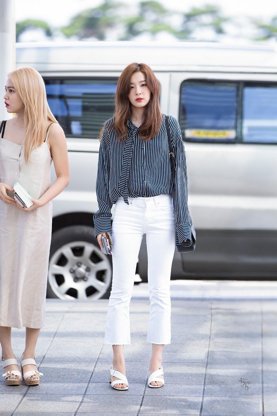 Seulgi (Red Velvet) diện quần ống loe đầy phá cách
