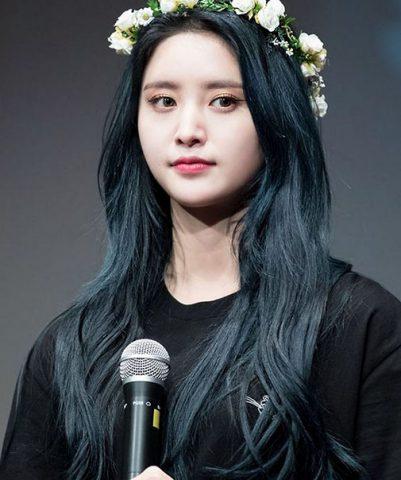 Màu tóc xanh đen (Đen đậm hơn) nâng tông da ấn tượng