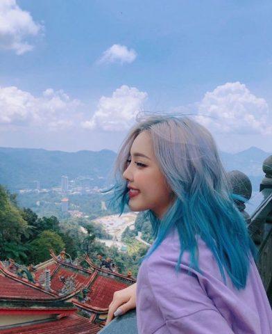 Màu tóc xanh dương thiên nhiên