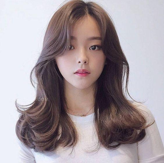 Kiểu tóc mái rẽ ngôi giữa