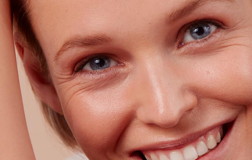cấp ẩm cho vùng da mắt từ Axit hyaluronic