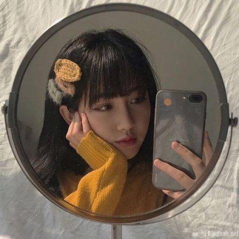 Kiểu chụp ảnh selfie đẹp cùng gương
