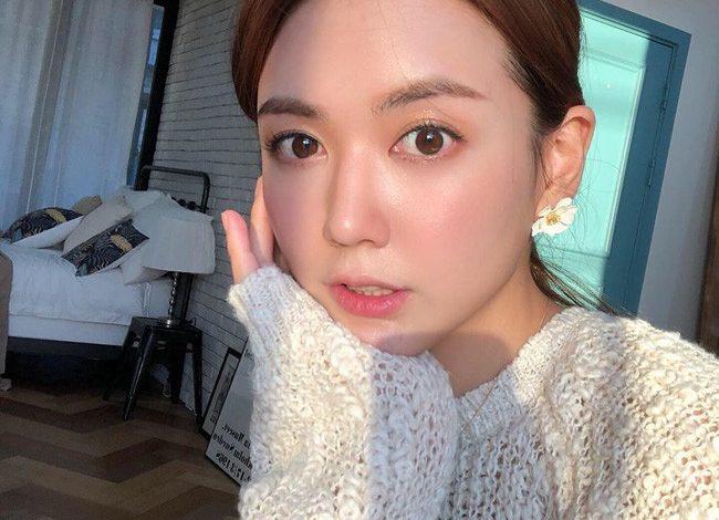Cách selfie đẹp cho nữ mặt tròn giúp gương mặt thon gọn không cần dùng photoshop