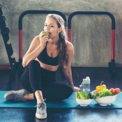 Tập thể dục giảm cân trước hay sau khi ăn?