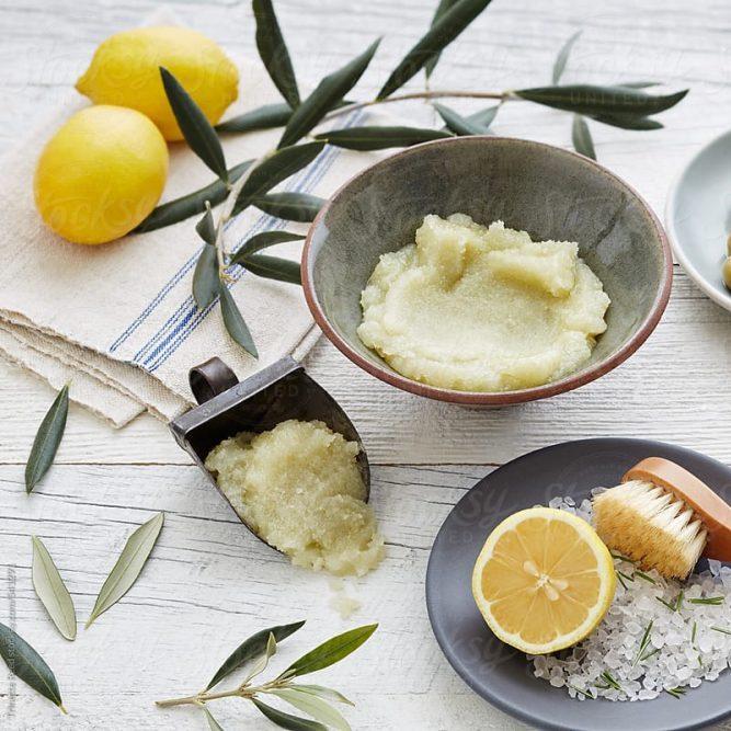 Cách tẩy tế bào chết tại nhà bằng muối, chanh và dầu ô liu