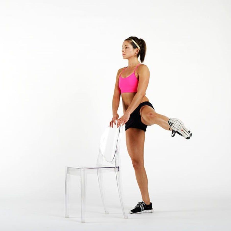 Đá chân sang bên - động tác tập thể dục giảm cân nhanh