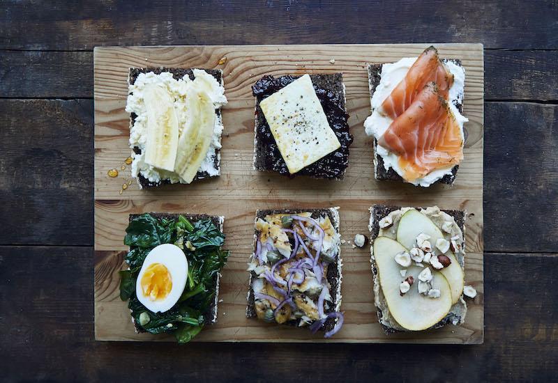 Thực đơn ngày 1 với bánh mì đen giảm cân