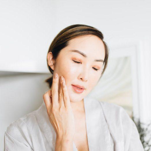 Luôn dùng toner không chứa cồn sau khi rửa mặt để cân bằng da