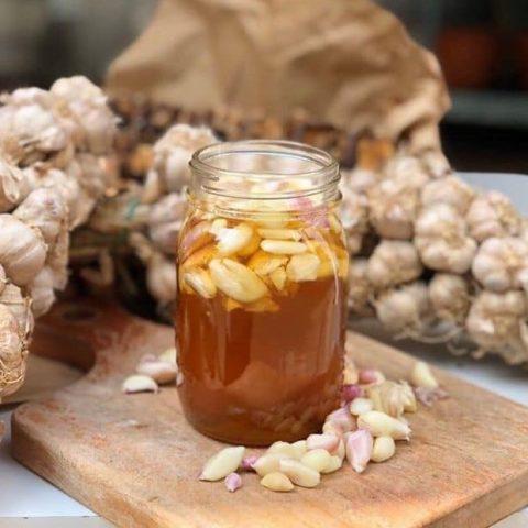 Cách trị mụn bọc đầu trắng bằng chanh, tỏi và mật ong