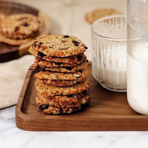 Bánh quy yến mạch với socola và nước sốt táo