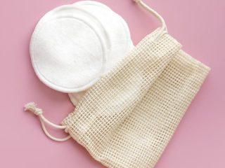 Review 12 bông tẩy trang mềm mịn, tiết kiệm dung dịch skincare nhất hiện nay