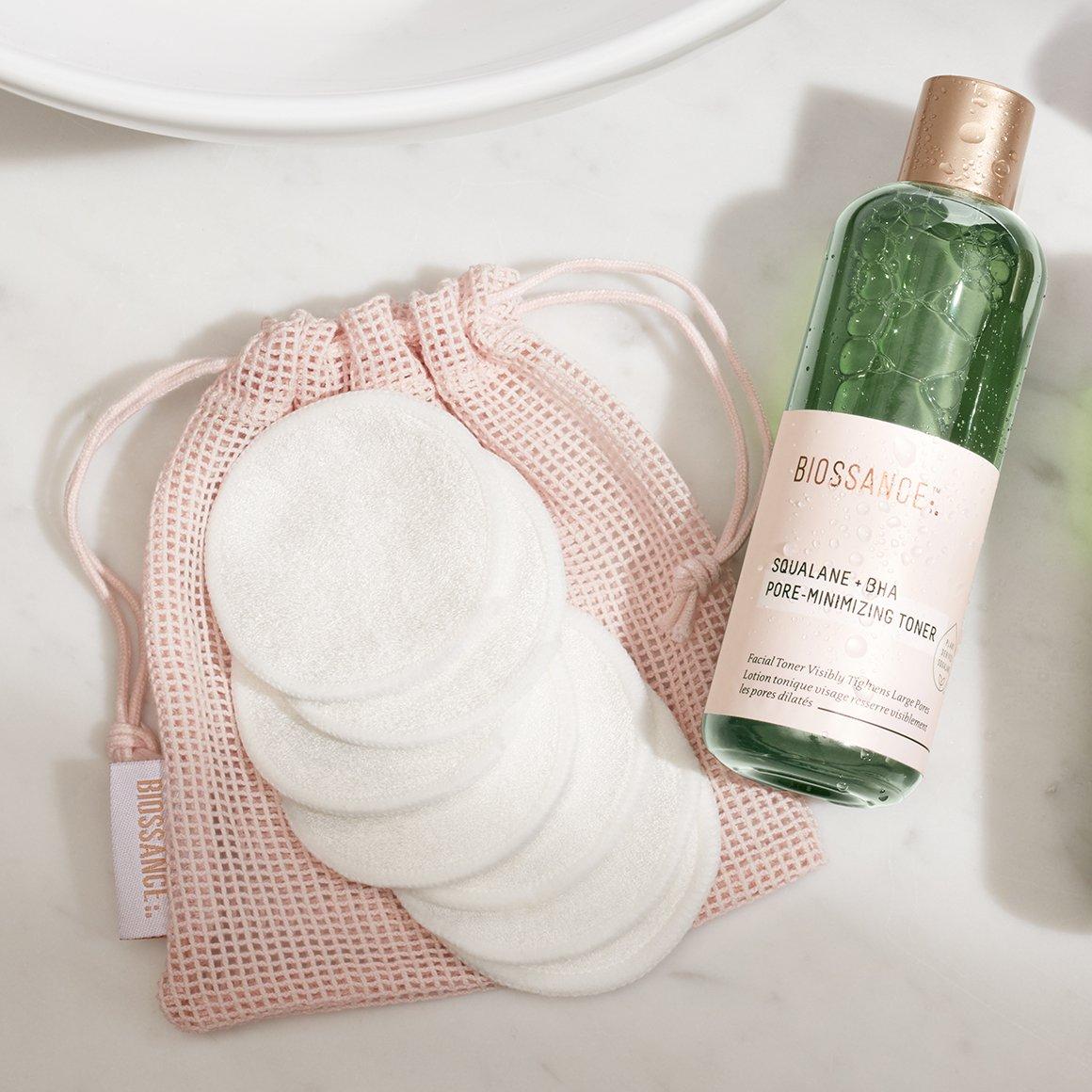 rửa mặt bằng bông tẩy trang tại nhà