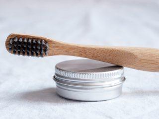 Đánh răng bằng muối có tốt không & cách thực hiện đúng theo lời khuyên nha sĩ