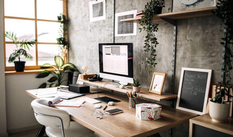 """7 kiểu decor bàn làm việc đẹp truyền cảm hứng cho bạn khi """"work from home"""""""