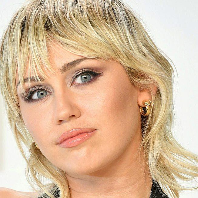Miley Cyrus cùng mái tóc mullet ngắn thời thượng