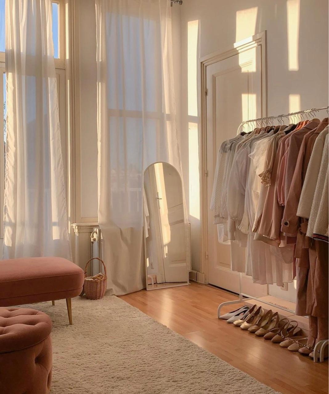 decor phòng khách với gương