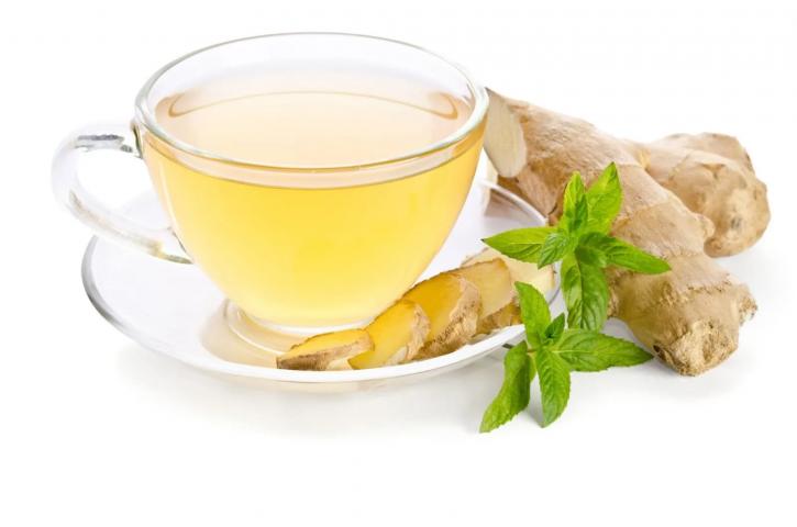 Uống trà gừng ấm vào buổi sáng