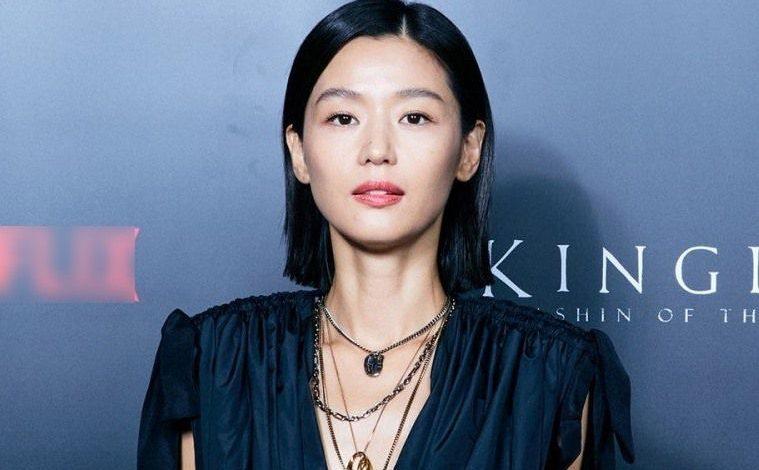 """""""Gây sốt"""" trước nhan sắc xinh đẹp của """"Mợ chảnh"""" Jun Ji Hyun trong buổi ra mắt Phim Vương Triều Xác Sống"""
