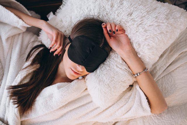 Trằn trọc khó ngủ ư? Làm ngay 5 điều này, bạn sẽ ngủ sâu chỉ sau vài phút