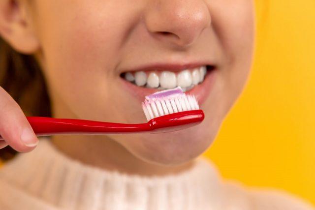 6 Cách làm trắng răng bằng cà chua đơn giản 100% thành công