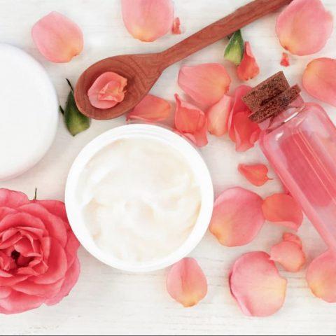 Mặt nạ trị mụn trứng cá và mụn thâm bằng hoa hồng