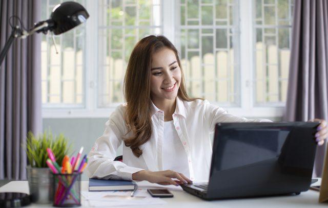 Phỏng vấn online trong mùa dịch cần chuẩn bị những gì để ghi điểm với nhà tuyển dụng?