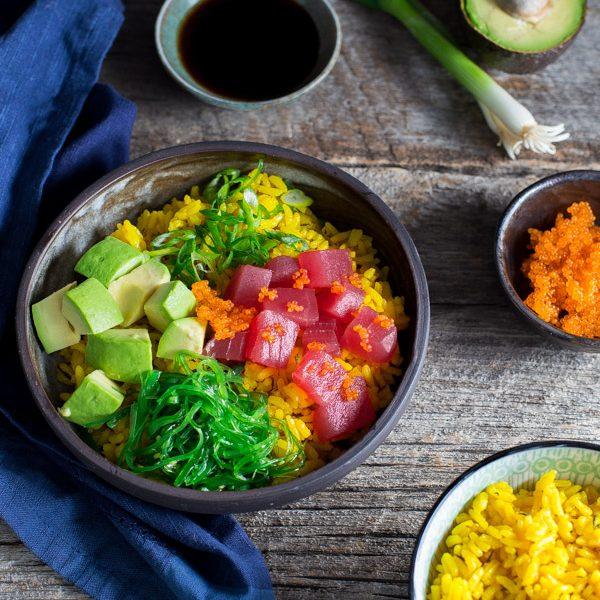 Salad cá ngừ tươi với trứng cá chuồn