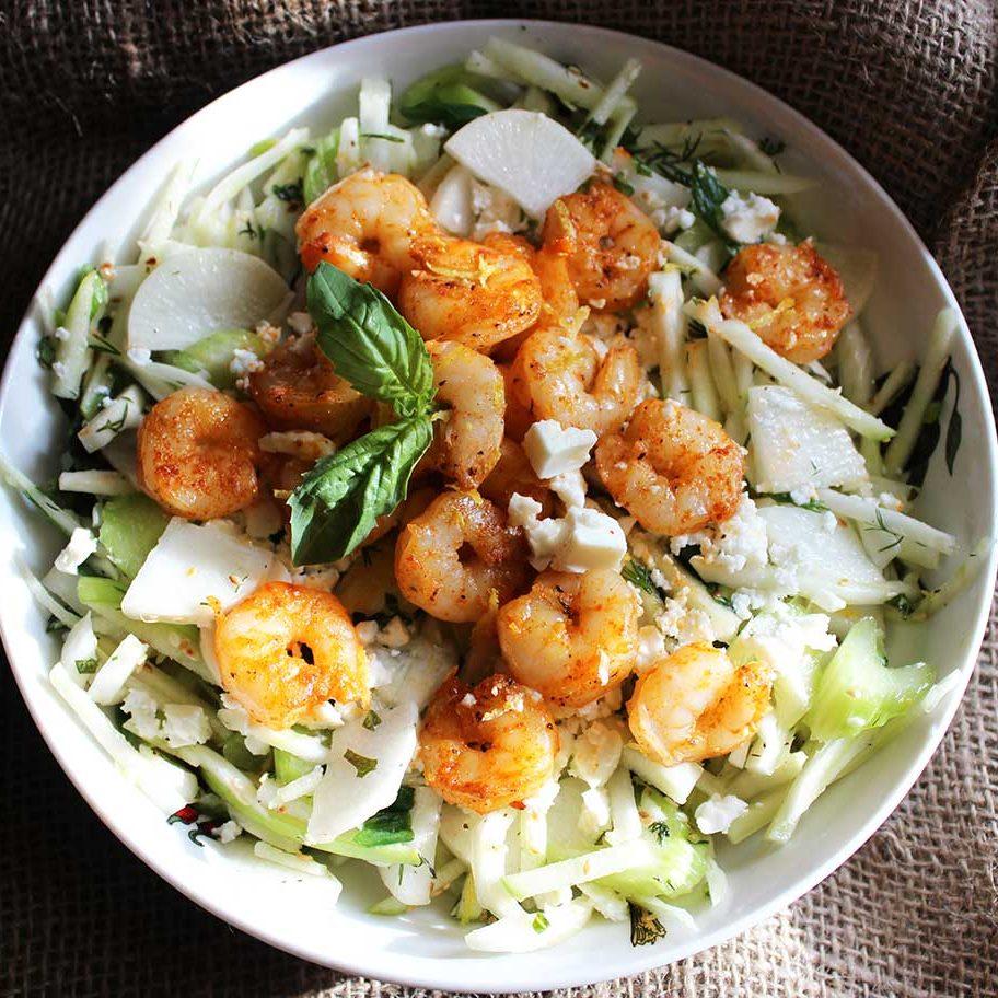 Salad tôm táo kết hợp sốt mè rang