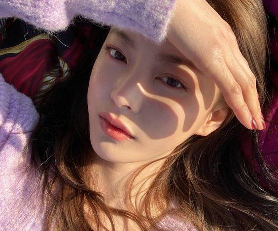 """7 Cách chụp ảnh selfie đẹp như sao Hàn nên """"bỏ túi"""" ngay"""