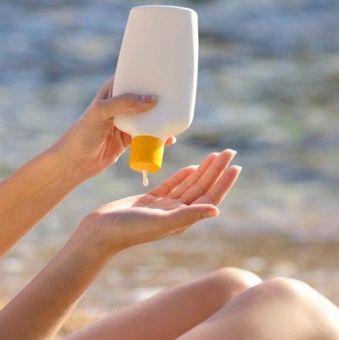 cách chọn kem chống nắng cho da mụn an toàn