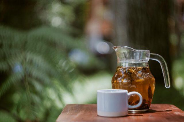 Uống trà hoa cúc có tác dụng gì thần kỳ? Khám phá cách uống dưỡng nhan tốt nhất